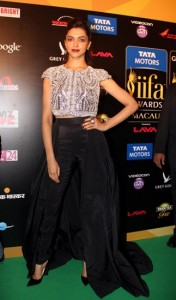 Deepika-Padukone-at-IIFA-Rocks-Green-carpet
