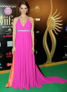 Evelyn-Sharma--at-IIFA-Rocks-Green-carpet