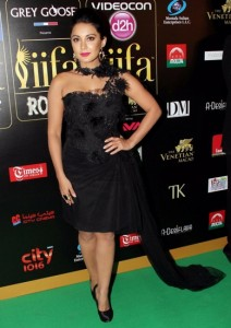 Minisha-Lamba-at-IIFA-Rocks-Green-carpet